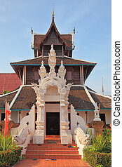 The entrance to the Thai temple