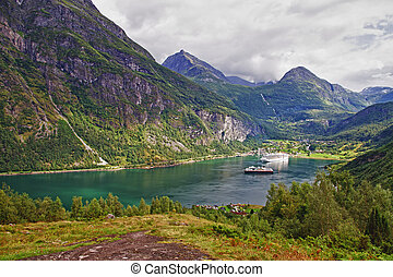 geiranger fiord - Transatlantics at the end of Geiranger...