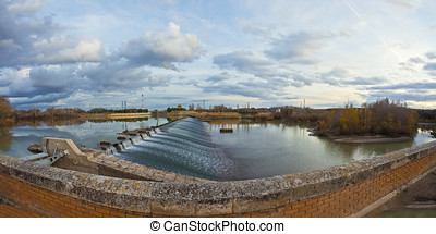 Dam on the river Ebro - At this exact point of the river...