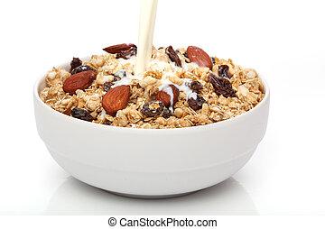 El verter, leche, tazón, granola, cereal