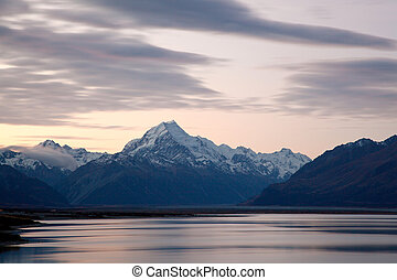 Mountain Cook New Zealand - Mountain Cook and Lake Pukaki...