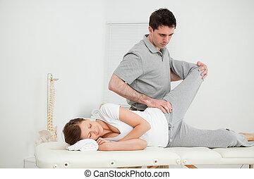 sério, Osteopath, fazer, conjunto, mobilization