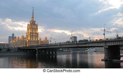 Hotel Ukraine stands behind Novoarbatsky bridge - MOSCOW -...