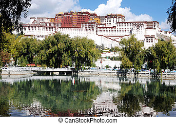 Landmark of the famous Potala Palace in Tibet