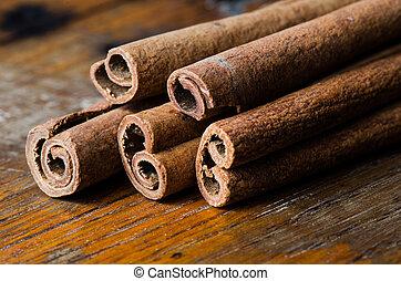 Cinnamon on table - Close up bunch cinnamon sticks on dark...