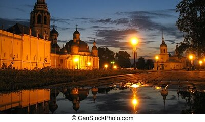Puddle in front of Vologda Kremlin, time lapse - Puddle in...