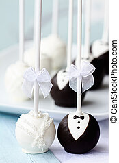 Wedding cake pops - Bride and groom cake pops