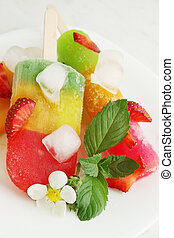 Frozen fruit juice with mint and strawberries