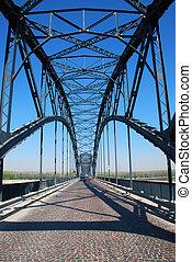 Iron bridge on the River Po - Ponte in ferro sul fiume Po...