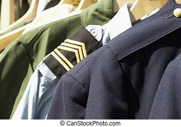 militaire, Uniformes