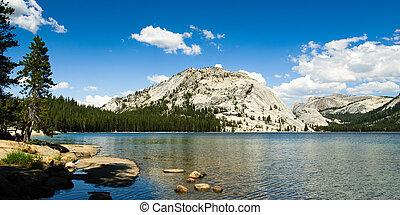 panorama at lake tenaya in yosemite national park