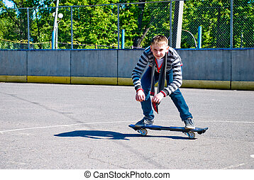 Teenager on waveboard - Teenager at the beginning of doing...