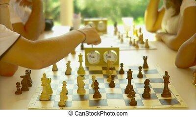 scacchi, bambini, verde, natura - sole, campagna,...