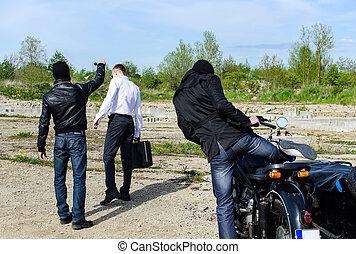 dos, bandidos, raptado, hombre de negocios, maleta