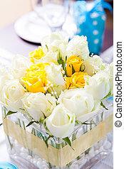 boda, tabla, centro de mesa, flores