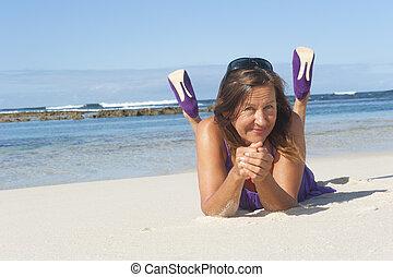 High heel woman beach holiday - Sexy mature woman in purple...