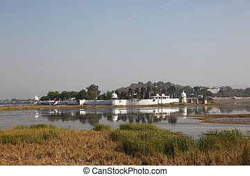 Swaroop Sagar Lake Udaipur - the Swaroop Sagar Lake in...