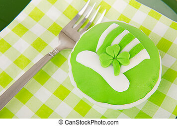 Cup cake Saint Patricks day - Green cup cake on plate for...