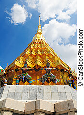 GRAND PALACE AND WAT PHRA KAEO - BANGKOK, THAILAND -...