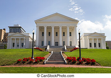 Virginia Statehouse and lawn in downtown Richmond, Virginia,...