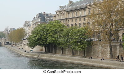 North Bank of the Seine with trees. - The Seine with...