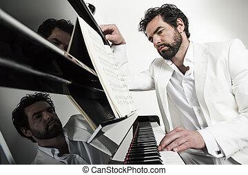 homem, piano