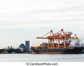 Container port and the city