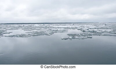 Drifting of ice. Driving of ice. Ice floe.