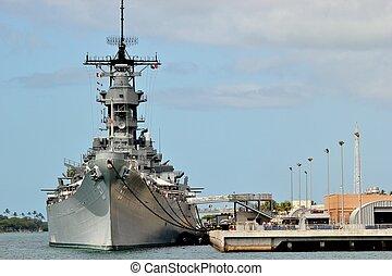 USS Missouri - The USS Missouri battleship docked at Pearl...