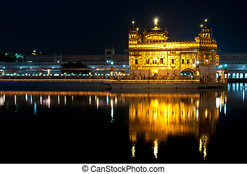 Golden Temple in Amritsar - Sikh Golden temple Harmandir...