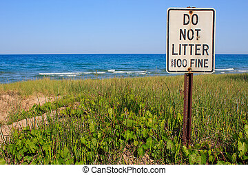 Do Not Litter - A sign reading Do Not Litter $100 Fine...