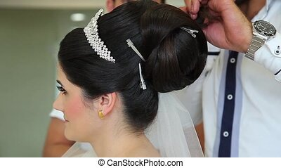 bride 3 - the bride's hair is getting ready