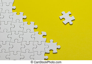 Jigsaw puzzle - Plain white jigsaw puzzle, on Yellow...