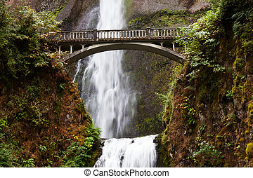 Waterfall in Oregon - Multnomah Falls in Oregon