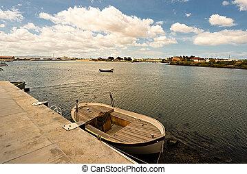 Tejo river. - Boats in the old docks of the Tejo river.