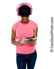 hermoso, niña, Utilizar, Tacto, pantalla, Dispositivo