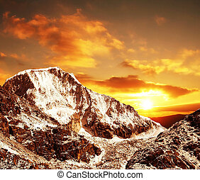 Sunset in Cordilleras mountain - Beautiful sunset in...