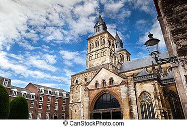Roman catholic Basilica of Saint Servatius in Maastricht -...
