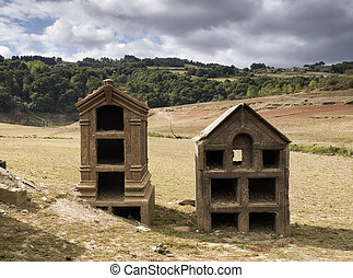 Niches in ruins on the dam of Belesar (empty) - Ruins of...