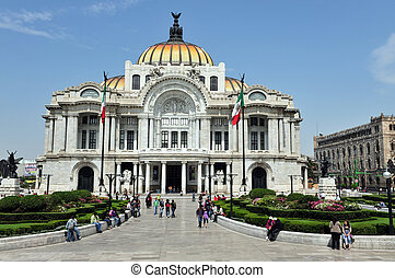 The Fine Arts Palace/Palacio de Bellas Artes in Mexico City,...