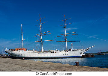 Tall ship - A tall ship in the port of Stralsund (Germany).