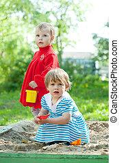 Sandbox, crianças, tocando, dois