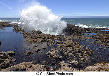 Thor's well Oregon coast. - A large explosive splash in...