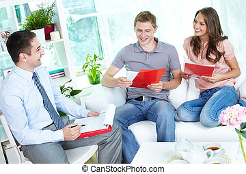 Terms of contract - Financial agent holding a meeting with a...