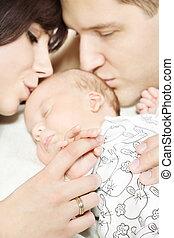pais, segurando, recem nascido, bebê, mão,...