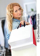 sacolas, sorrindo, mulher,  shopping, segurando