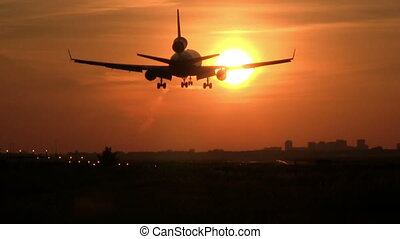 Big plane sunset landing - This is some high quality footage...
