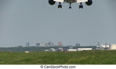 Jet landing - This is some high quality footage of planes....