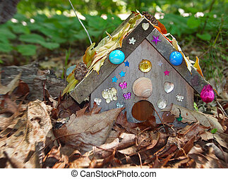 Faerie House - A tiny house hidden in the leaves, and...