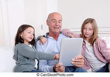 grand-père, gosses, utilisation, électronique,...